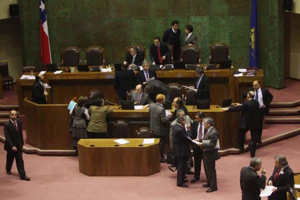 Comisión revisora de acusación constitucional contra Beyer tendrá mayoría oficialista