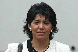 Yasna Provoste dice que su destitución y la de Beyer no son equiparables