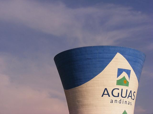 Inversionistas entran en pánico ante nuevo marco regulatorio para sanitarias: Aguas Andinas e IAM se desploman en bolsa