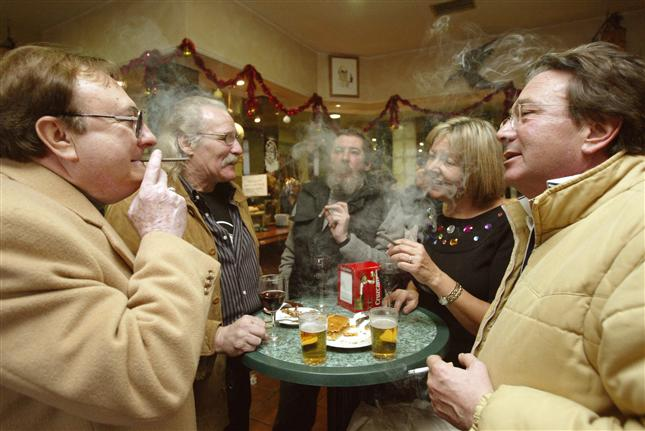 Fumar y tomar como hombres libres