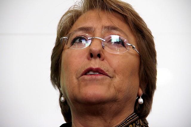 Bachelet presiona en medio de sucesivos conflictos en el PS