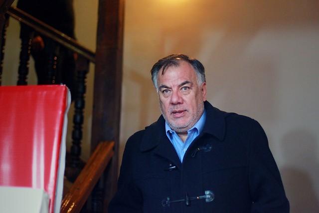 Osvaldo Andrade llega a Comisión Política del PS en medio de abucheos y empujones