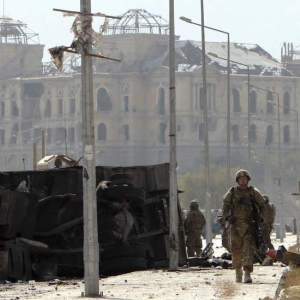 Al menos seis muertos por un ataque suicida contra convoy de la OTAN en Afganistán