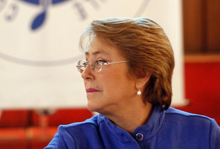 """Bachelet toma distancia por fracaso de primarias y dice que """"una nueva mayoría no se agota en los partidos políticos"""""""