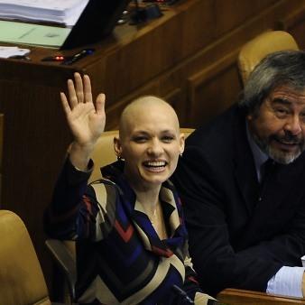 Diputada Goic (DC) regresa al Congreso tras cumplir tratamiento contra un cáncer linfático