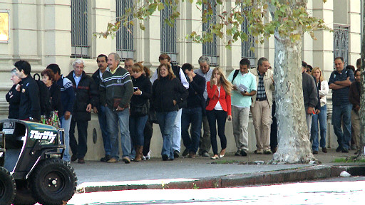 Las filas de argentinos en los cajeros automáticos de Colonia se han vuelto habituales.