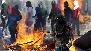 Los encapuchados, una constante en las protestas chilenas.