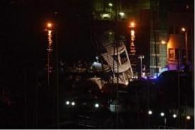 Barco derriba torre de control del puerto de Génova y deja siete muertos