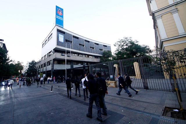 Alumnos del Instituto Nacional protestan por detención de estudiante por parte de la PDI