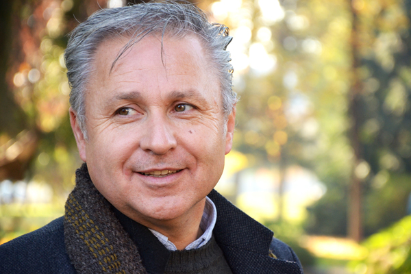 Ecologistas le recuerdan a Marcel Claude su colaboración con autoridades de la dictadura en el Banco Central