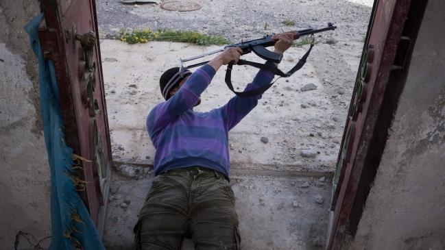 Una divida UE permitirá finalmente que se arme a la oposición siria
