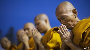 Aunque la no violencia es central en el budismo, hay escenarios que la justifican dependiendo de la intención.