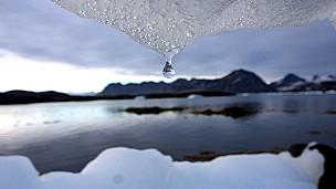 La OMM también señala la exrtema contracción del hielo ártico en verano como prueba del calentamiento global.