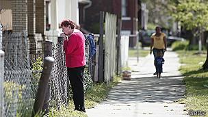 Los vecinos en la avenida Seymour aún no entienden cómo no se dieron cuenta de lo que ocurría en una de las casas de la zona.