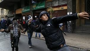 Los enfrentamientos violentos exasperan a muchos santiaguinos.