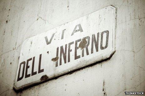 El camino al infierno: una calle en Florencia celebra al escritor más famoso de la ciudad.