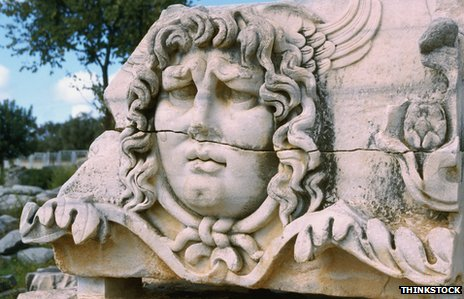 """Nos vemos en el infierno: Medusa, el mítico monstruo griego, aparece en """"El paraíso perdido""""."""