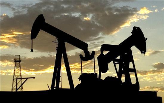El petróleo cae tras alcanzar máximo de más de tres años ante crecientes tensiones en Irán