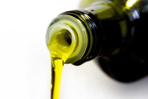 Precios de aceite de oliva suben tras mala cosecha en Europa
