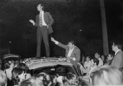 Aníbal Palma, hablando a padres y apoderados durante las marchas estudiantiles de septiembre de 1972