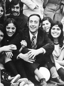 Aníbal Palma, junto a estudiantes