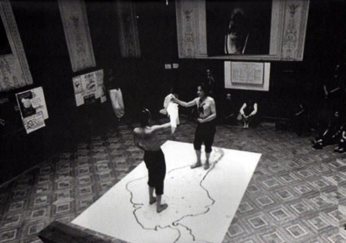 """""""Un pie de cueca sobre vidrios"""". Performance sobre Derechos Humanos."""