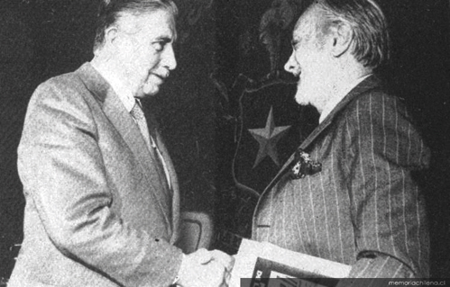 El negro papel del asesor de cultura de Pinochet