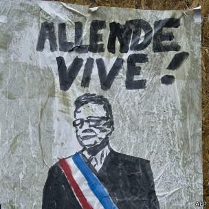 Salvador Allende pasó de ser hombre a símbolo y su nombre no ha sido olvidado.