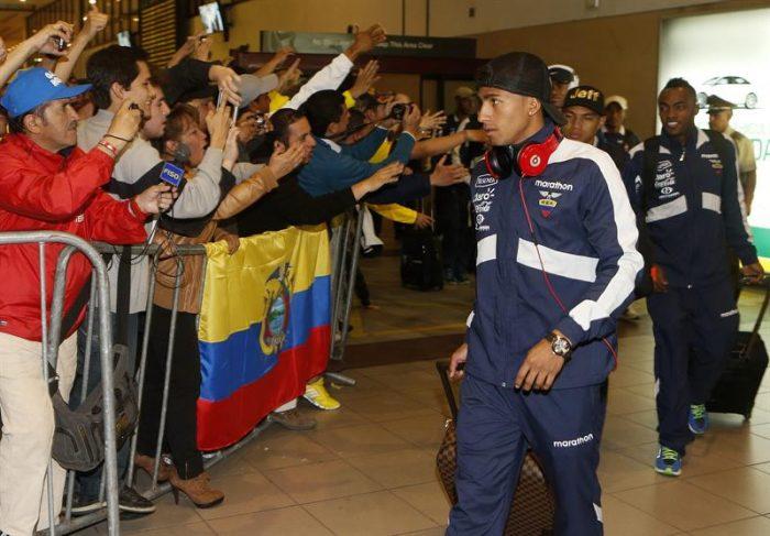 Selección de Ecuador arribó a Santiago para duelo clave con la 'Roja'
