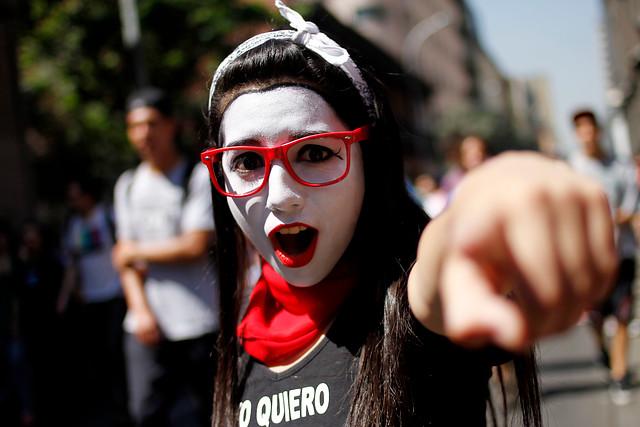 Fotos: Marcha estudiantil concluye con normalidad y aislados altercados entre FF.EE. y encapuchados