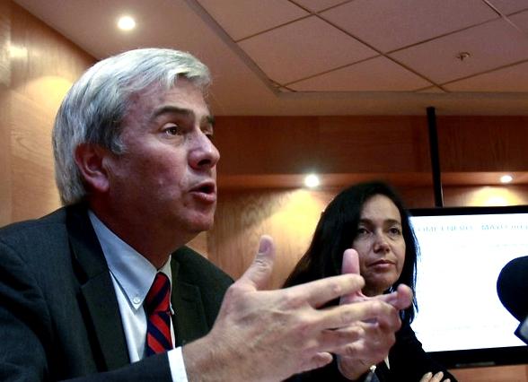 Senadores Ruiz-Esquide y Rincón esperan que el gobierno