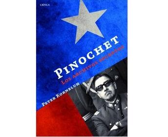 """The Pinochet File"""" fue elegido por Los Ángeles Times como el """"libro del año"""" en 2003. Hoy también existe una edición en español."""