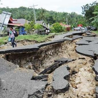 Al menos 32 muertos tras terremoto de 7,2 grados en Filipinas