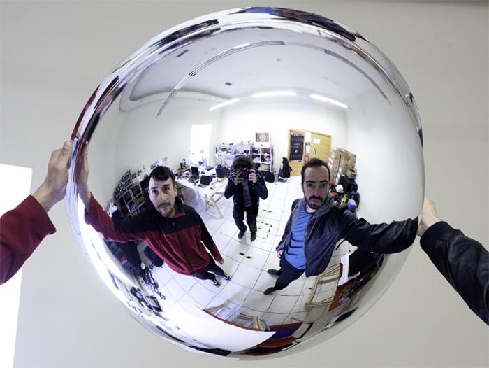 El artista Olaf Peña y el astrofísico Sebastián Pérez  Foto: Javier Liaño.