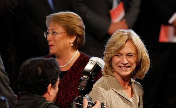 Diez mil pesos separan a Bachelet y Matthei