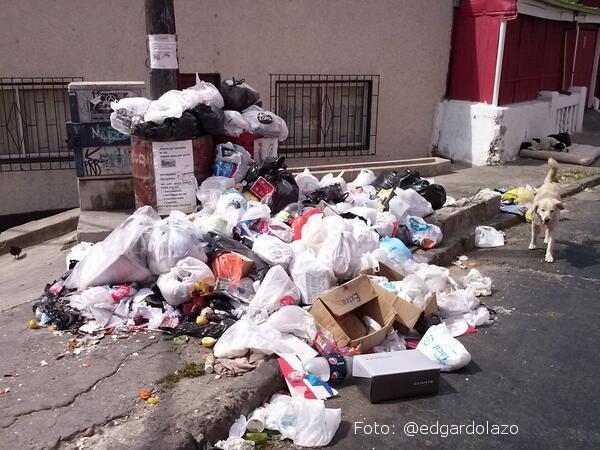 Paro de recolectores provoca acumulación de 1.200 toneladas de basura en Valparaíso