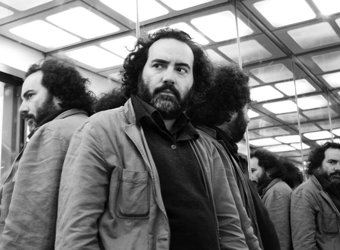 """Rafael Gumucio justifica el bullying y trata de """"llorones"""" a escritores de las clases populares"""