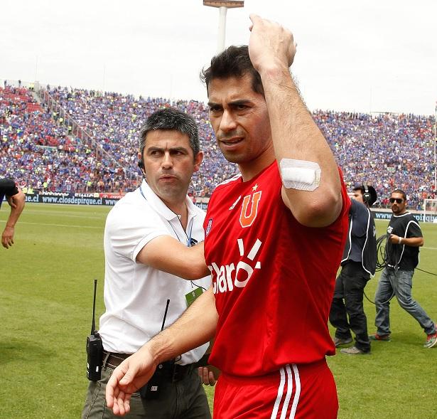 Johnny Herrera se mostró indignado por la suspensión del clásico con la UC
