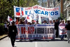 Miles marchan contra las AFPs y piden cambiarlo por un sistema solidario de reparto