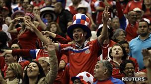 """Los aficionados centroamericanos dicen resentir la """"arrogancia"""" de los mexicanos, en particular la de sus medios."""