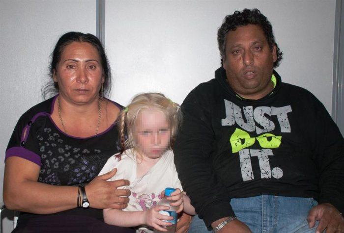 Grecia pide ayuda a Interpol para identificar a niña rubia que podría ser víctima de tráfico de menores