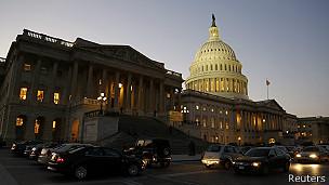 En el capitolio de Washington sigue el pulso político para aportar fondos operativos al gobierno.