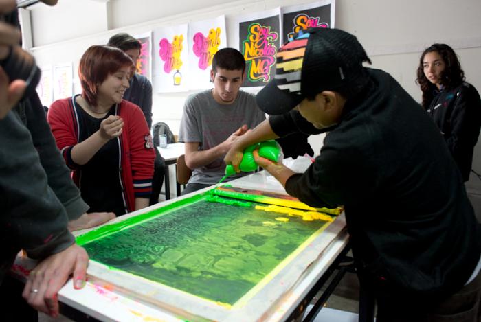 Elliot Tupac en taller con alumnos de la Escuela de Diseño de la UDP Foto: Javier Liaño