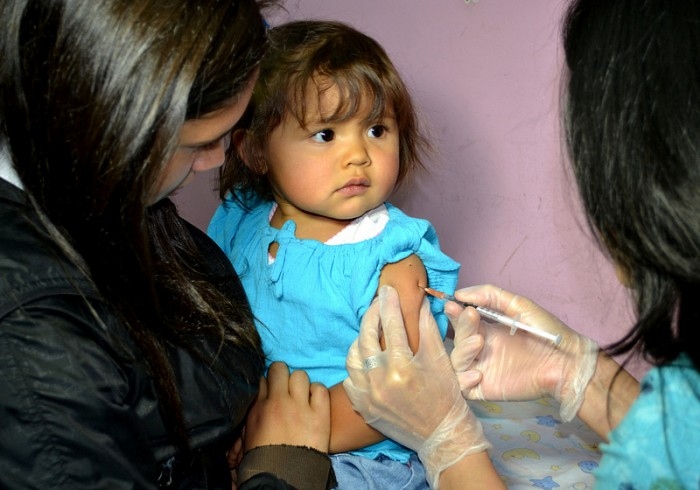 Expertos critican cambio de vacuna para la meningitis W135 y advierten mayor vulnerabilidad para bebés menores de un año