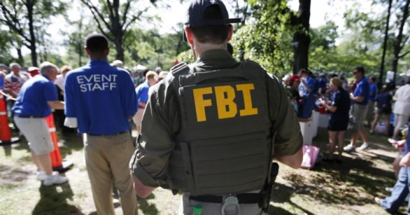Ex agente del FBI condenado a tres años por filtraciones a Associated Press