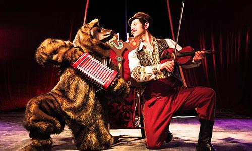 """Lo mejor de 2013 en Gam: """"Lazlo y Koqoshka"""", circo."""