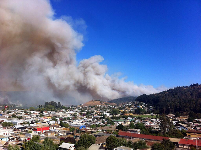 Incendios obligan al gobierno a decretar alerta sanitaria en RM, Valparaíso, del Maule y La Araucanía