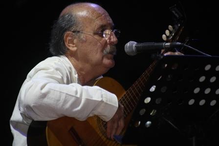 """Realizan funeral de """"Payo"""" Grondona, voz emblemática de la Nueva Canción Chilena"""
