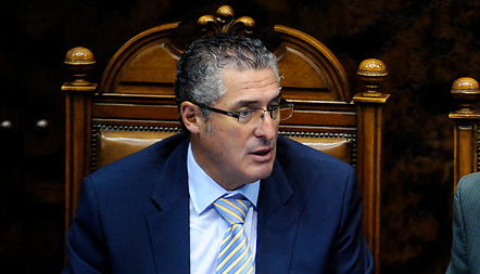 Pizarro anuncia sesión extraordinaria del Senado para analizar fallo de La Haya