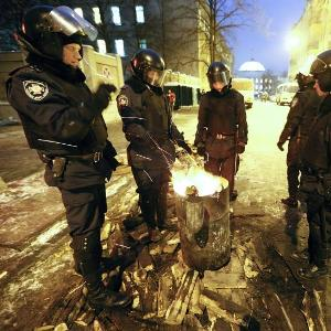 Parlamento de Ucrania se reúne para debatir amnistía a manifestantes